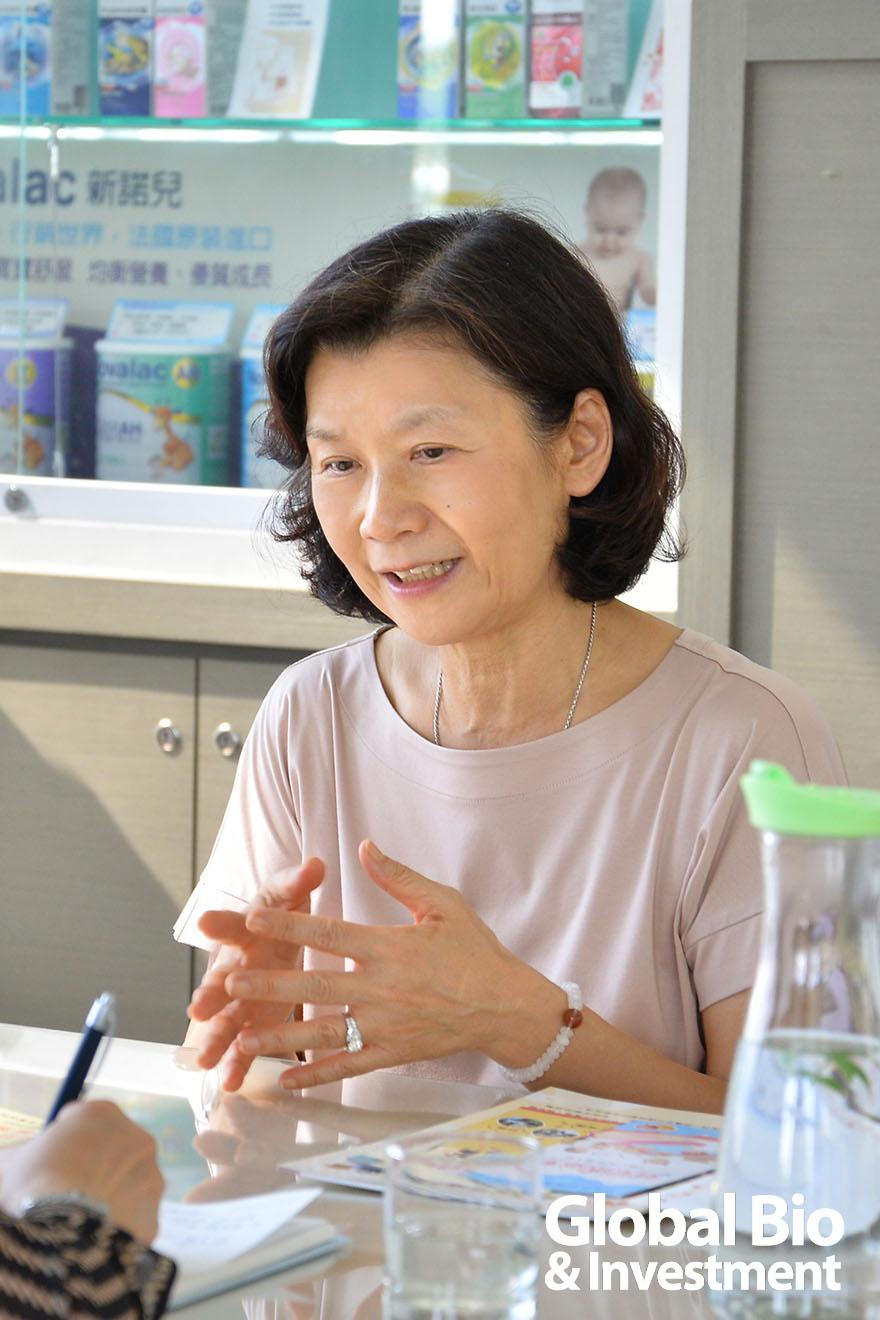 永信藥品集團董事長李芳全夫人--董娘趙明明扛起創辦人李天德心願,「要讓長輩在松柏園生活得像在家裡一樣自然。」